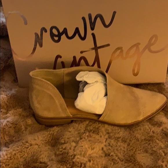 beae25345311 Crown Vintage Shoes | Tan Shay Flats Womens Size 8 | Poshmark